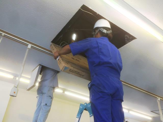 【東京都あきる野市】店舗 床置き型エアコン撤去・天井エアコンへ改修工事